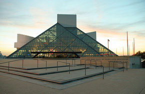 rock-and-roll-hall-of-fame-and-museum-photo-public-domain_phixr.jpg