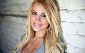 blonde_hair_eyes_smile_girl_79309_3840x2400_phixr