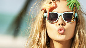 blonde-woman-with-sunglasses_phixr